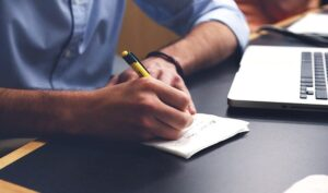Tekstforfatteren noterer endnu et skrivetip