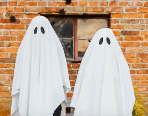 To mennesker med lagen over hovederne, forklædt som ghostwritere