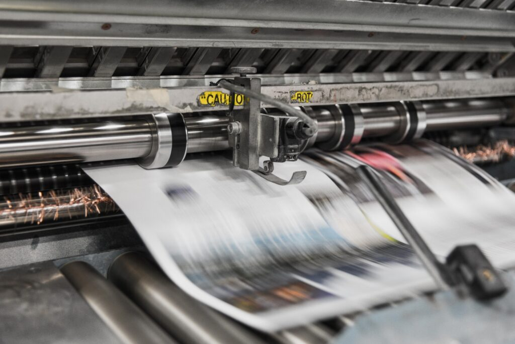Trykkeri i fuld gang med at printe en bog